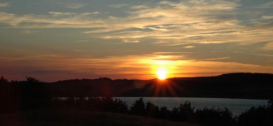 Sonnenuntergang über dem Greifswalder Bodden in Klein-Zicker auf Rügen
