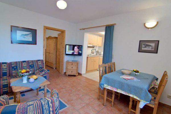 Wohnzimmer mit Küche in der Unterkunft vom Haus Seeblick im Ostseebad Binz auf Rügen